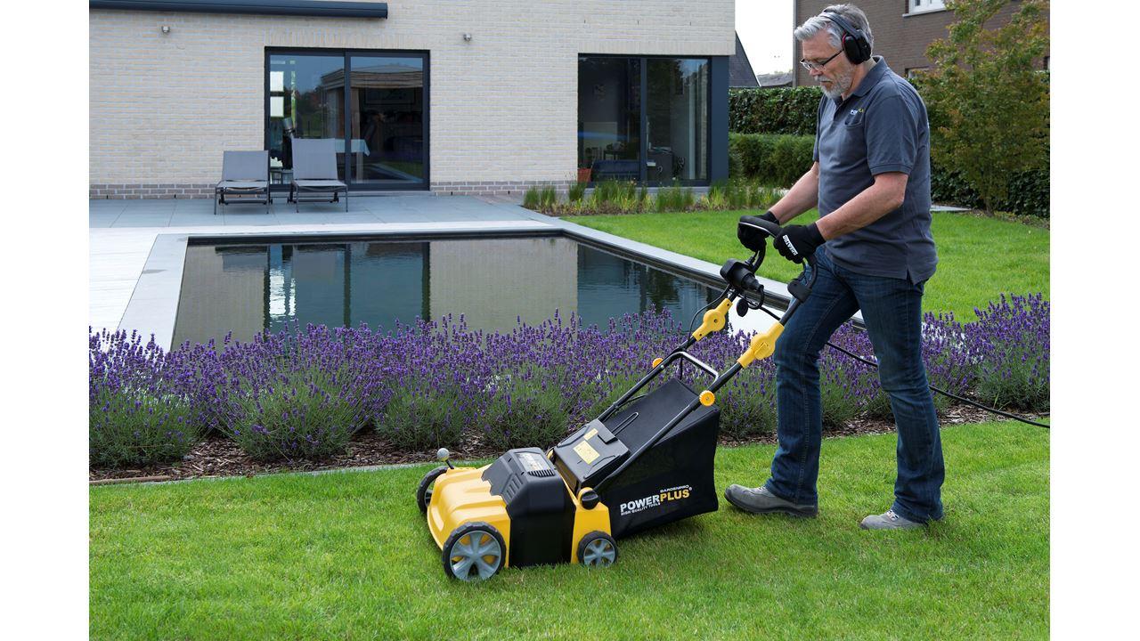 Powxg7515 Lawn Scarifier Aerator 1800w